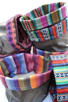 cuencos en aguayo y ecocuero Quick Crafts, Dyi Crafts, Craftsman Style Bungalow, Mexican Fabric, Old Jeans, Vintage Couture, Textile Patterns, Soft Furnishings, Homemade Gifts