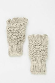 Chunky Cable-Knit Mitten
