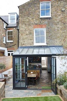 Real home: a glazed extension to an Edwardian terraced house adds tons more spac., Real home: a glazed extension to an Edwardian terraced house adds tons more space A contemporary extension and redesigned first-flo. Orangerie Extension, Extension Veranda, Conservatory Extension, House Extension Design, Extension Designs, Glass Extension, House Design, Extension Ideas, Cottage Extension
