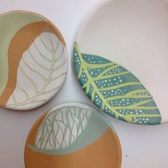 Decorating your home with pottery is a stylish and simple way to liven and brighten up your home. Ceramic Design, Ceramic Decor, Ceramic Clay, Ceramic Painting, Ceramic Bowls, Pottery Painting Designs, Pottery Designs, Ceramic Techniques, Pottery Techniques