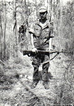 Portuguese paratrooper in the jungle - African Colonial War 1961-1974