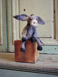Âne nain - Zwergesel - Tiny donkey - Burro enanillo.    Courtesy: swig, Paris (France).© Copyrights swig – fils felt feutre.
