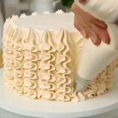 Cake Decorating Frosting, Cake Decorating Videos, Cake Decorating Techniques, Cookie Decorating, Cake Frosting Designs, Decorating Ideas, Frosting Recipes, Simple Cake Decorating, Cake Decorating Designs