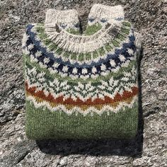 Body and sleeves are worked in the round from lower edge to underarms, then joined to work yoke in the round. Fair Isle Knitting Patterns, Sweater Knitting Patterns, Knitting Designs, Knit Patterns, Knitting Projects, Motif Fair Isle, Pull Jacquard, Icelandic Sweaters, Knit Fashion