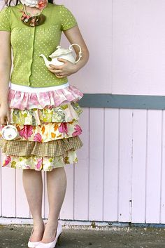 Finally! A cute easy ruffled skirt tutorial--exactly what I've been looking for!