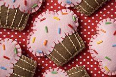 Felt Cupcakes. Super pretty with sprinkles. For a quiet book