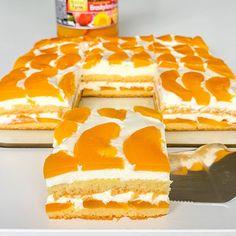 """@mystoryofcooking on Instagram: """"Dokonalý ovocný smotanový zákusok ❤️ obsahuje dokopy len 3 PL múky ❤️ Keď používam zavárané ovocie - v tomto prípade broskyne,…"""" Vanilla Cake, Desserts, Instagram, Food, Tailgate Desserts, Deserts, Essen, Postres, Meals"""