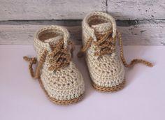 Crochet PATTERN Baby Boys Booty Combat Boot Crochet par Inventorium