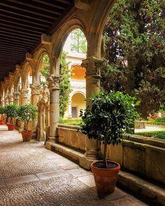 """Hoy en el Monasterio de Yuste, dentro de los actos del Día de Europa, le han entregado el premio """"Carlos V"""" a Sofía Corradi, creadora de las becas Erasmus.  #monasteriodeYuste #Yuste #Spain"""