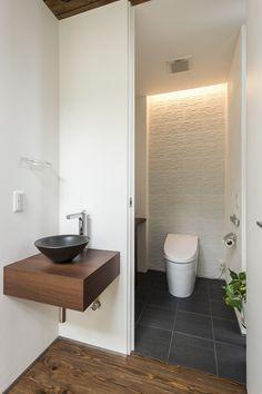 The Victoria Garden – 福岡の女性住空間デザイナーが提案する注文住宅 Japanese Modern, Japanese House, Japanese Style Bathroom, Modern Toilet, Toilet Design, Washroom, Powder Room, Bathtub, House Design