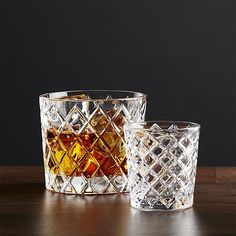 Handsome bar staple looks like an heirloom classic, molded in a diamond pattern to resemble cut crystal. A timeless, sophisticated look at a great price.