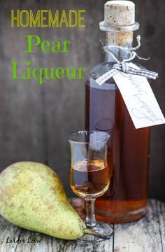 Super easy recipe for homemade pear liqueur with only a few natural ingredients and no cooking at all. I'm going to try this with the peels and such from making pear butter. Homemade Alcohol, Homemade Liquor, Homemade Liqueur Recipes, Kahlua Recipes, Pear Liqueur, Pear Recipes, Triple Sec, Alcohol Recipes, Mojito