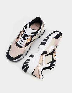 ideas for sneakers bershka zapatos Sneakers Outfit Summer, Casual Sneakers, Summer Shoes, Sneakers Fashion, Casual Shoes, Summer Outfits, White Tennis Shoes, Tennis Shoes Outfit, Fashion Shoes