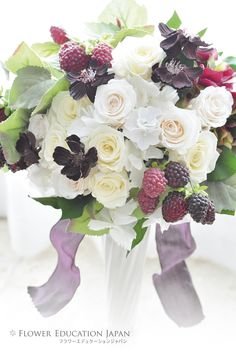 オーバルブーケ(シャンペトル風) Flowers For You, Love Flowers, Wedding Bouquets, Flower Arrangements, Floral Wreath, Table Settings, Birthdays, Gardens, Wreaths