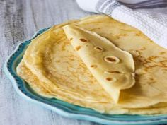 Perfect French Crepes - one of the most popular French street food is not as complicated to make as it may sound. For this easy recipe blender does most of the job. Breakfast And Brunch, Breakfast Dishes, Breakfast Recipes, Dessert Recipes, Desserts, Mexican Breakfast, Pancake Recipes, Breakfast Sandwiches, Breakfast Pizza