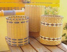 エコテープで作る ごみ箱の作り方|エコクラフト|紙小物・ラッピング|ハンドメイドカテゴリ(印刷用)| 手芸レシピ16,000件!みんなで作る手芸やハンドメイド作品、雑貨の作り方ポータル「アトリエ」 Paper Basket, Loom Knitting, Hamper, Basket Weaving, Diy And Crafts, Recycling, Crafty, Pattern, Handmade
