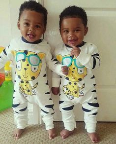 I want these twin babies, I always wanted twins, but I will always have my princess. but this make me want twins Cute Black Babies, Beautiful Black Babies, Cute Twins, Brown Babies, Mixed Babies, Beautiful Children, Little Babies, Cute Babies, Black Twin Babies