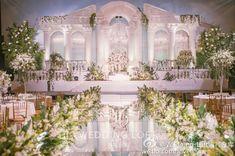 #weddingplaner Wedding Stage Backdrop, Wedding Backdrop Design, Wedding Reception Design, Luxury Wedding Decor, Wedding Stage Decorations, Wedding Mandap, Backdrop Decorations, Wedding Venues, Purple And Gold Wedding