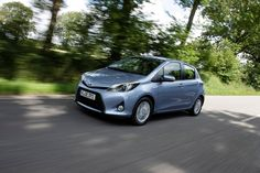 Tracktest Toyota Yaris Hybrid: http://www.neuwagen.de/fahrberichte/3616-toyota-yaris-hybrid--10-euro-mehr.html