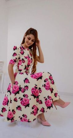 Forever in Style - Beauty and Fashion through the centuries Indian Designer Outfits, Designer Dresses, Modest Fashion, Fashion Dresses, Fall Floral Dress, Trend Fashion, African Print Fashion, Flower Dresses, Dress Skirt