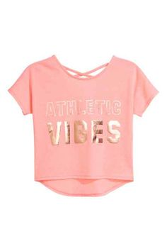 Sports top in fast-drying functional fabric with a metallic print on the front, short sleeves and a round neck front and back. Decorative crossover straps a Girls Fashion Clothes, Kids Outfits Girls, Cute Girl Outfits, Cute Outfits For Kids, Teen Fashion Outfits, Cute Casual Outfits, Teenage Outfits, Crop Tops For Kids, Cute Crop Tops