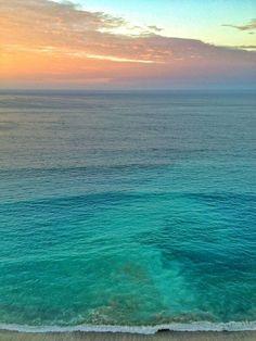 Salinas - Ecuador // beach - ocean - sea - landscape