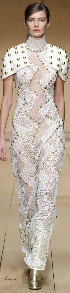 Laura Biagiotti Collection fall 2016 Ready-to-Wear Fast Fashion, Fashion 2017, Fashion Show, Girl Fashion, Love Fashion, Haute Couture Dresses, Couture Fashion, White Fashion, Colorful Fashion