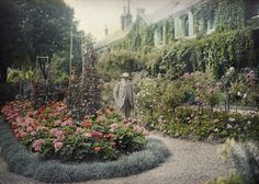 Claude Monet in his garden at Giverny. Photo by Getty Images1