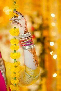 Mehndi Outfit, Mehndi Dress, Mehendi Photography, Bride Photography, Pakistani Wedding Outfits, Pakistani Bridal Wear, Mehndi Makeup, Dps For Girls, Mehndi Style