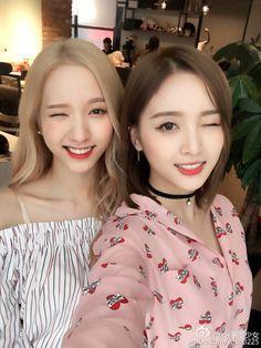 WJSN - Bona & XuanYi weibo selca 160713 Kpop Girl Groups, Korean Girl Groups, Kpop Girls, Girl Drawing Pictures, Xuan Yi, Cosmic Girls, Attractive People, These Girls, Sweet Girls