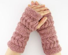 fingerless gloves ~ these look warm and cozy!