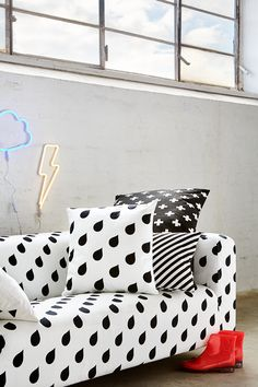ARTEFLY Ikea Klippan cover WATER DROPS - interior styling / modern black and white graphic minimalism