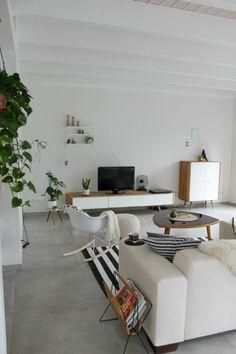 Licht grijze tegelvloer Scandinavisch design woonkamer