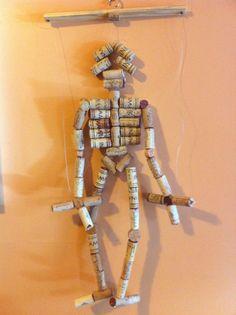 Una marioneta hecha de tapones de #corcho para jugar con los más pequeños