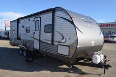 Last One 2016 Catalina 26 Foot Bunk House W/Slide Travel Trailer Camper Trailer For Sale, Camper Caravan, Campers For Sale, Camper Trailers, Coachmen Rv, Forest River, Stay Cool, Caravans, Motorhome