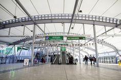 Serge Ferrari composite membrane I Brisbane Airport Walkway in Australia I Précontraint 1202 fabric