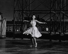 Natalie Wood dancing on a rooftop in West Side Story Maria West Side Story, West Side Story 1961, My Fair Lady, Iconic Movies, Old Movies, William Shakespeare, Mint Quinceanera Dresses, Shall We Dance, Natalie Wood