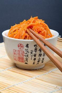 Морковь по-корейски.Этот сногсшибательный рецепт!Вам потребуется:Морковь 1кгУксус яблочный 4ст.ложкиСахар 2ст.ложкиСоль 1 чайная ложкаРастительное масло 0,5 стаканаЧеснок 3 долькиКориандр молотый 2…