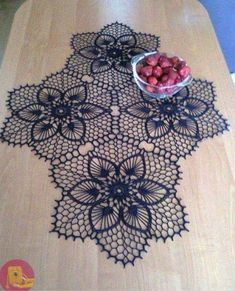 One of the most beautiful crochet works I have ever seen. Crochet Dollies, Crochet Doily Patterns, Thread Crochet, Filet Crochet, Irish Crochet, Crochet Motif, Crochet Designs, Crochet Flowers, Crochet Stitches
