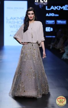 Designer Payal Singhal's collection called 'Lady M' at Lakmé Fashion Week Summer/Resort 2017 saw Bollywood Diva Diana Penty walking the ramp at the show. Indian Gowns Dresses, Pakistani Dresses, Indian Outfits, Diana Penty, Lehenga Designs, Lakme Fashion Week 2017, Indie Mode, Lehnga Dress, India Fashion