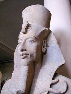 Статуя фараона Эхнатона из храма Атона в Карнаке (Новое Царство, 18 династия) Каирский египетский музей. Египет