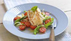 cod with tomato salad, Fotograf: Studio Dreyer-Hensley Tomato Salad, Looks Yummy, Fajitas, Cod, Eggs, Chicken, Meat, Breakfast, Studio