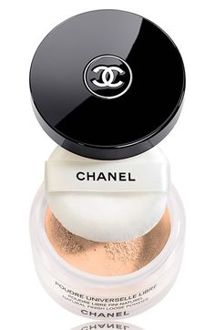 A loose powder that evens out and mattifies the skin without emphasising lines. An ultra-fine, smoothed and evanescent texture. A transparent halo that prolongs makeup hold. Chanel Beauty, Chanel Makeup, Beauty Skin, Beauty Makeup, Hair Beauty, Blushes, Regard Intense, Mademoiselle Coco, Loose Powder
