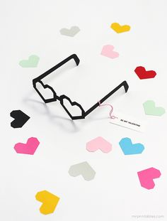 Tarjeta San valentin de gafas de corazones >> Heart Glasses Valentine Cards Template / Mr Printables