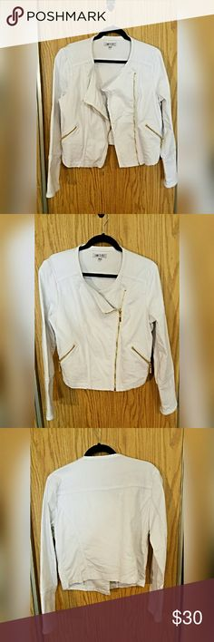 Jennifer Lopez White Denim Jacket This jacket is great for a night out and has gold zipper detail. Brand new, never worn! Jennifer Lopez Jackets & Coats