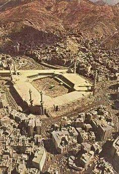 مكه البيت الحرام An old picture of # Mecca Islamic Images, Islamic Pictures, Old Pictures, Masjid Haram, Mecca Masjid, Beautiful Mosques, Beautiful Places, Mecca Wallpaper, Islamic Wallpaper