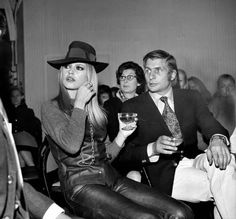 Brigitte Bardot with Gunther Sachs THE best style icon EVER! Bridgitte Bardot, Isabelle Adjani, Blazer Bleu, Animal Activist, Serge Gainsbourg, Costume, Old Hollywood, Vintage Men, Vintage Vogue