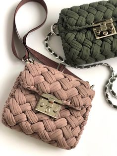 Diy Crochet Bag, Crochet Bag Tutorials, Crochet Handbags, Crochet Purses, Knitting Accessories, Girls Accessories, Cute Laptop Bags, Owl Crochet Patterns, Yarn Bag