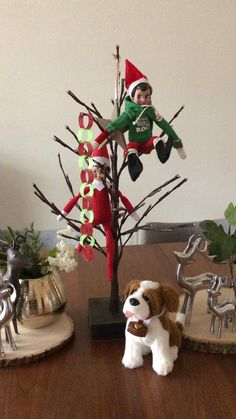 Best elf ideas! The Elf, Elf On The Shelf, Paper Chains, Shelf Ideas, Christmas Traditions, Craft Tutorials, Christmas Time, Diy, Shelves