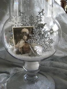 The Gypsy Magpie: sparkle. Tuck a vintage winter photo into your jar/vase/cloche displays. Can use a family photo or just a pretty one printed off the internet. Maybe one of those pretty old French Xmas postcards? All Things Christmas, Winter Christmas, Vintage Christmas, Christmas Holidays, Merry Christmas, Christmas Ornaments, Natural Christmas, Vintage Winter, Gold Christmas